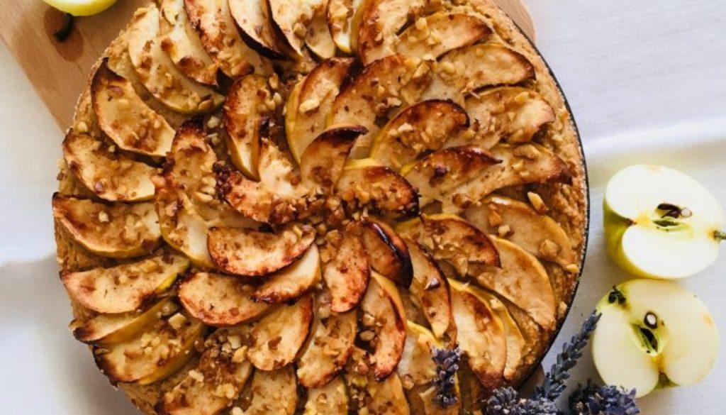 Jablečný koláč s ořechy | vegan, bez lepku