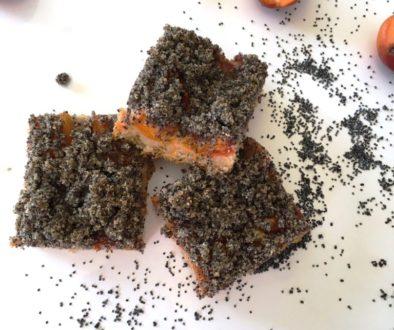 Meruňkový koláč s makovou drobenkou